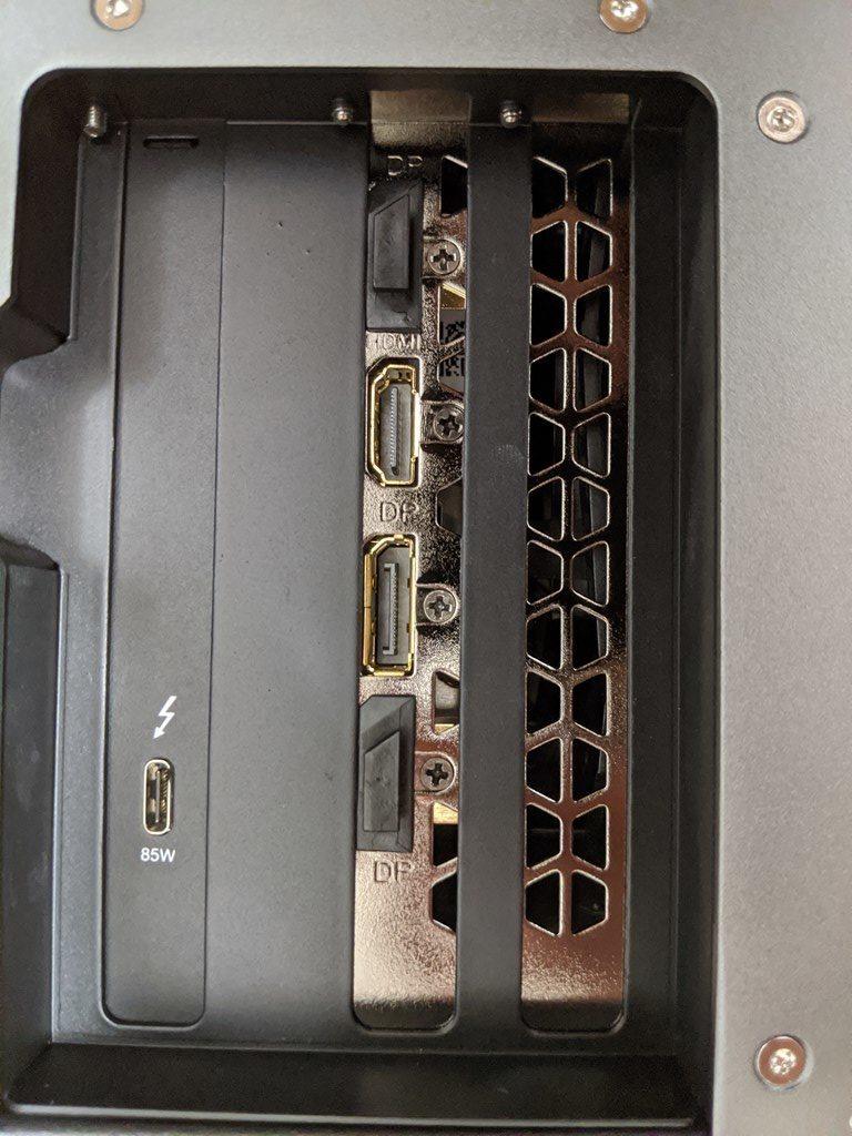 Node Titan にGIGABYTE製の1660をさすと、映像出力端子がセンターになりません